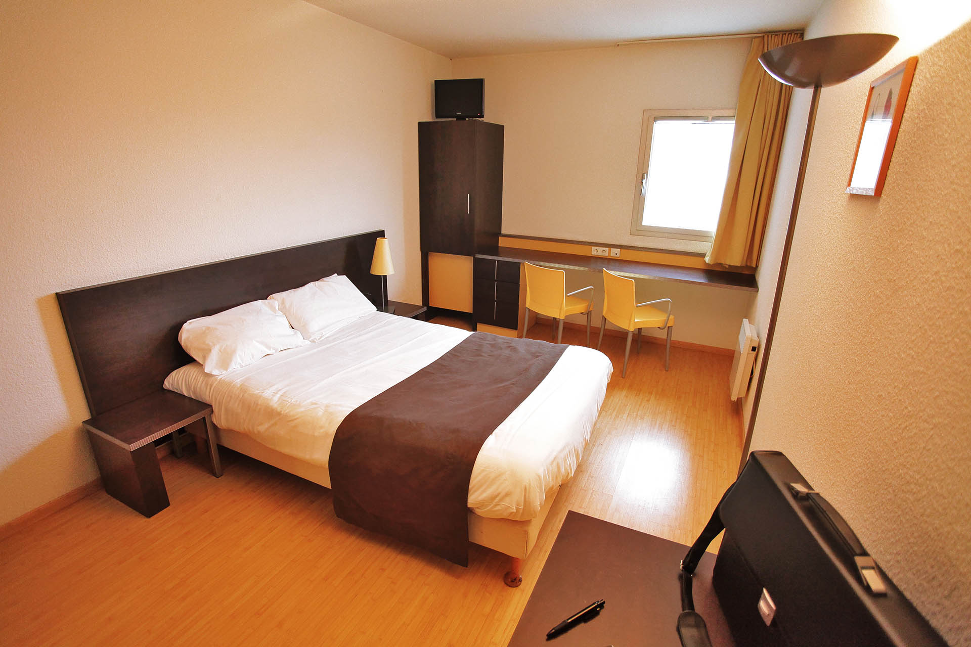 chambres studio grand lit apparthotel torcy. Black Bedroom Furniture Sets. Home Design Ideas